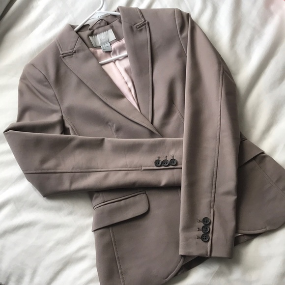 H&M Jackets & Blazers - NWOT H&M fitted blazer